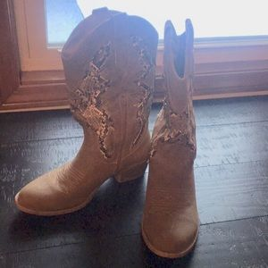 Shoes - Tan cowgirl boots